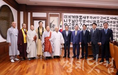 [크기변환]한국불교 종단협의회 회장단과 차담회(3).JPG