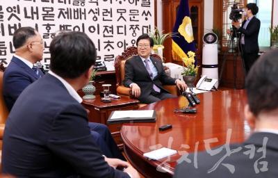 [크기변환]박병석 의장, 홍남기 부총리 겸기획재정부 장관 예방 받아 003.jpg